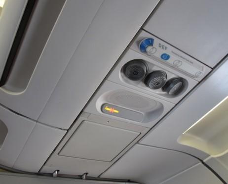 Panel instrument di atas tempat duduk Pesawat Citilink | Tiket.com
