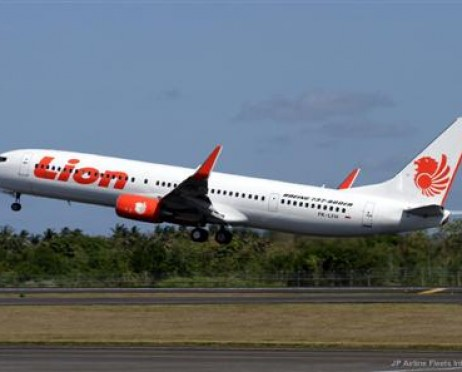 Pesawat Lion Air Lepas Landas | Tiket.com