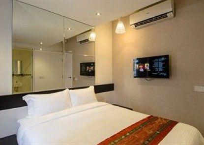 12FLY Hotel