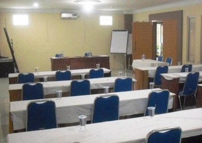 Permata Hati Hotel and Convention Center Ruangan Meeting