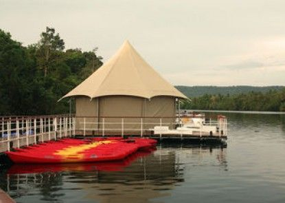 4 Rivers Floating Lodge