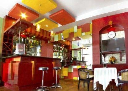 Kenari Asri Hotel Kudus Bar
