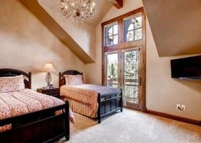 5 O Clock Lodge Peak 8 Private Home by Pinnacle Lodging