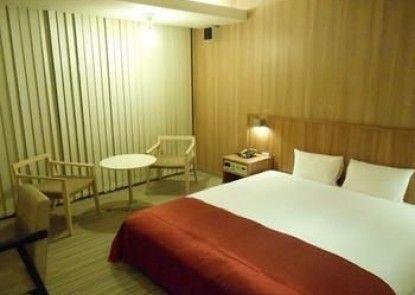 5th Hotel