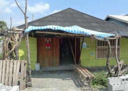 5 Way House Hostel