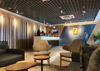 7 Days Premium Jatinegara Lobby