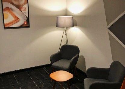 7 Days Premium Jatinegara Lounge