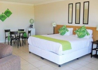 8 Royal Palm Bed & Breakfast