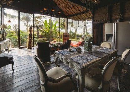 Absolute Beachfront Romantic Villa Laut