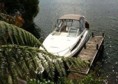 Acacia Bay Lakefront B&B