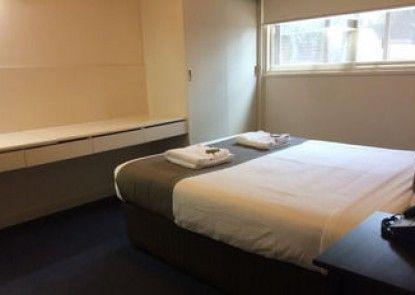 Adelaide Meridien Hotel & Apartments