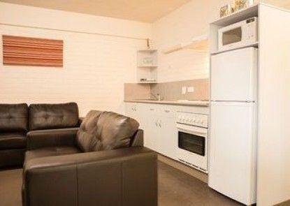 Adina Place Motel Apartments
