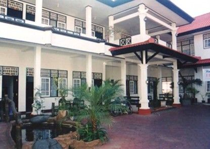 Airlangga Hotel Mataram Eksterior