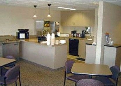 Airport Value Inn and Suites Teras