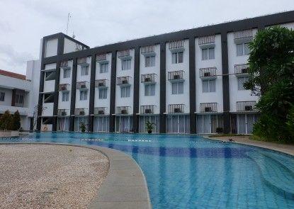 Akshaya Hotel Karawang Kolam Renang