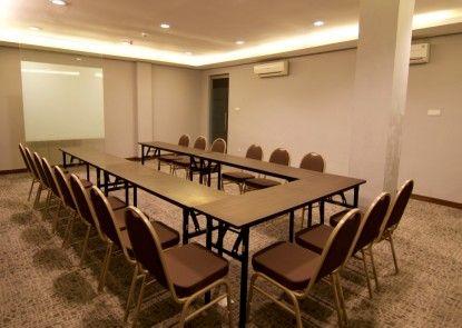 Akshaya Hotel Karawang Ruangan Meeting