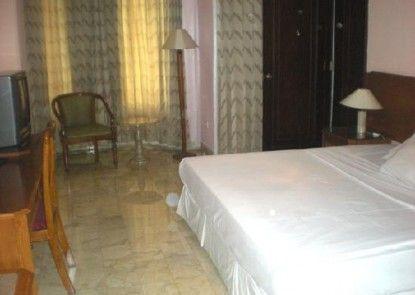 Alpine Hotel Kamar Tamu