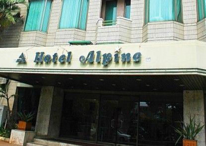 Alpine Hotel Pintu Masuk