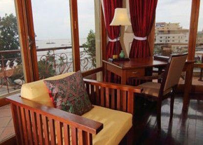 Amanjaya Pancam Suites Hotel