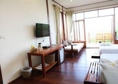 AmaresA Resort & Skybar