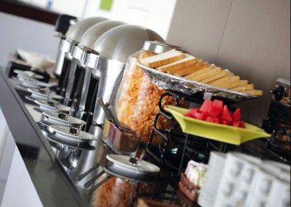 Amaris Hotel La Codefin Kemang Makan Prasmanan