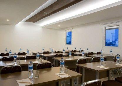 Amaris Hotel Senen Ruangan Meeting