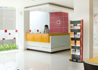 Amaris Hotel Senen Penerima Tamu
