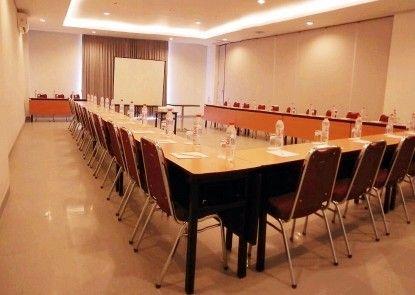 Amaris Hotel Sriwedari Teras