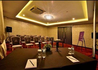 Amaroossa Cosmo Jakarta Ruangan Meeting