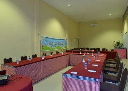 Amazing City Beach Resort Palu Ruangan Meeting
