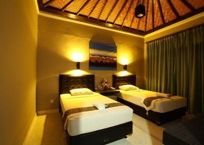 Amazing Hotel Kuta Kamar Tamu