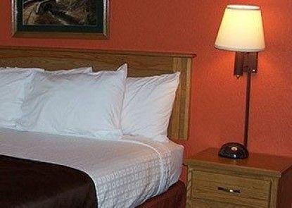 AmericInn Lodge & Suites Garden City