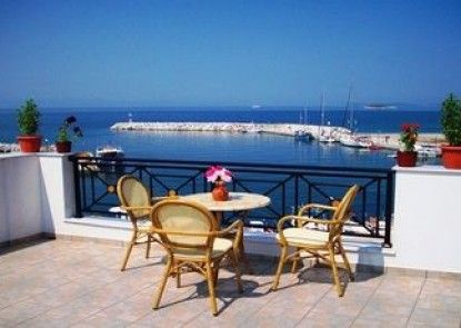 Anna Maria - Vanessa seafront Apartments and Suites