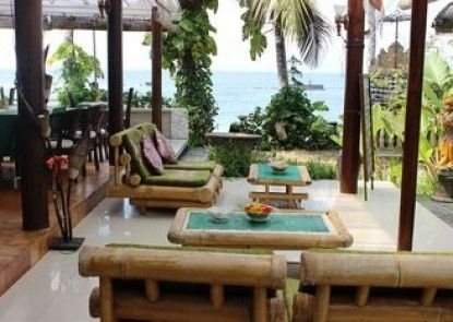 Anom Beach Hotel Teras