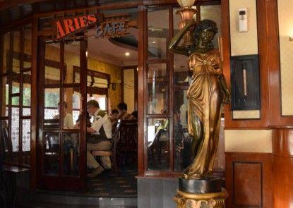 Antares Hotel Medan Kafe