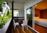 Pesan Kamar Deluxe Balcony di Apple Beachfront Resort