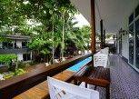 Pesan Kamar Deluxe Twin Bed Poolside di Apple Beachfront Resort