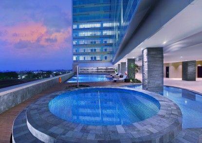 The Alana Hotel & Convention Center - Solo Kolam Renang