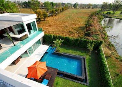 Aria Lake and Golf villa