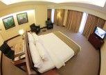 Pesan Kamar Armani Suite di Merlynn Park Hotel