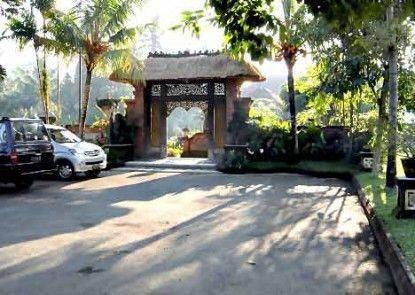 The Artini Resort (Formerly Artini 3 Cottages) Tempat Parkir