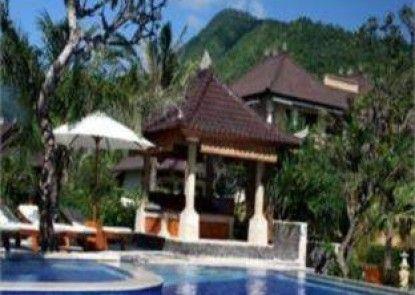 Arya Amed Beach Resort Kolam Renang