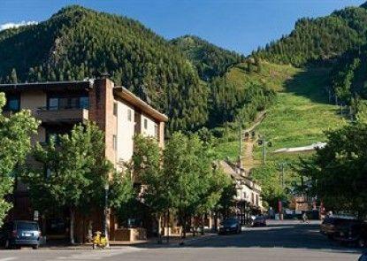 Aspen Square Condominium Hotel Teras