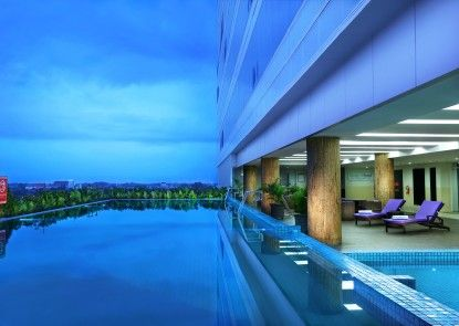 Aston Madiun Hotel & Conference Center Kolam Renang