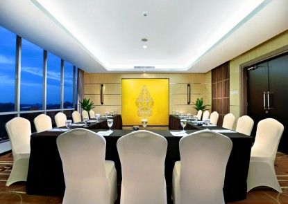 Aston Madiun Hotel & Conference Center Ruangan Meeting