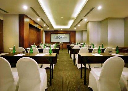 Aston Pluit Hotel and Residence Ruangan Meeting