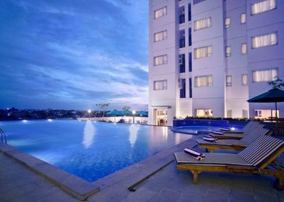 Aston Pluit Hotel and Residence Kolam Renang