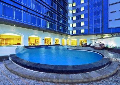 Aston Semarang Hotel and Convention Center Kolam Renang
