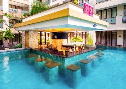 Aston Kuta Hotel & Residence Bar Tepi Kolam