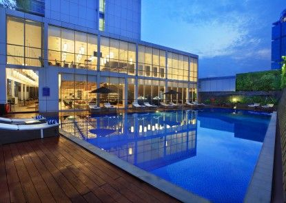 Aston Priority Hotel and Conference Center Kolam Renang